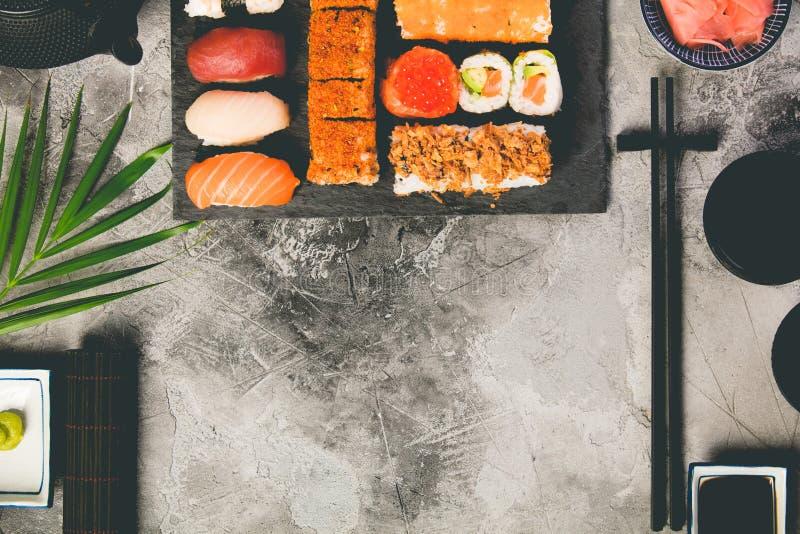 Liso-configuração do grupo do sushi fotografia de stock