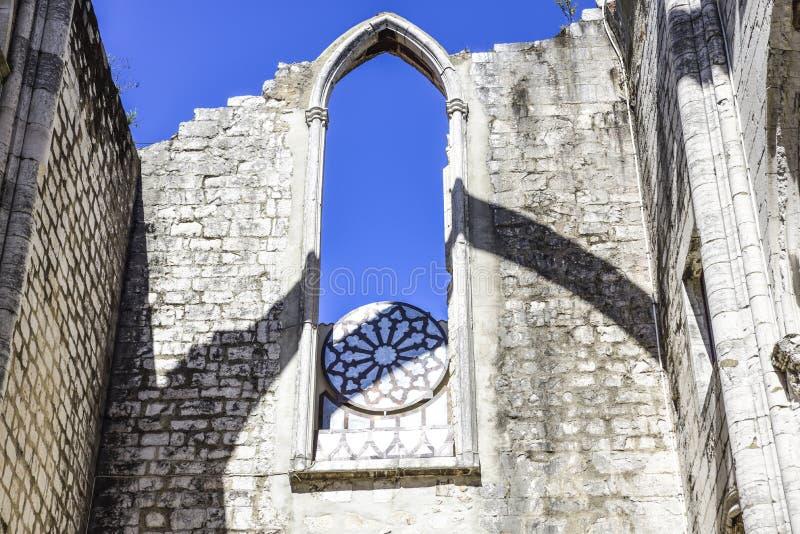 Lissabon detaljen av inre av den berömda kloster gör carmo royaltyfri fotografi