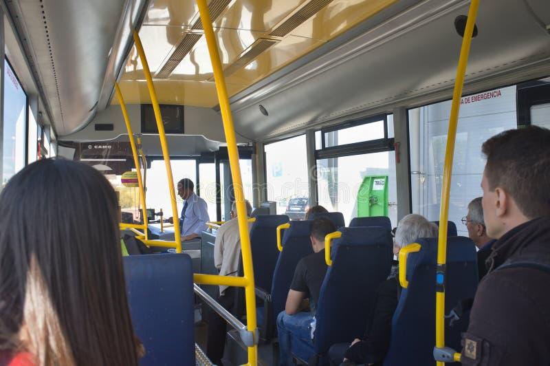 Lissabon flygplats - slutlig anslutningsbuss fotografering för bildbyråer
