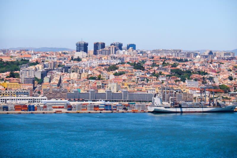 Lissabon huvudstad på den högra banken av Tagus River lisbon Po arkivfoto