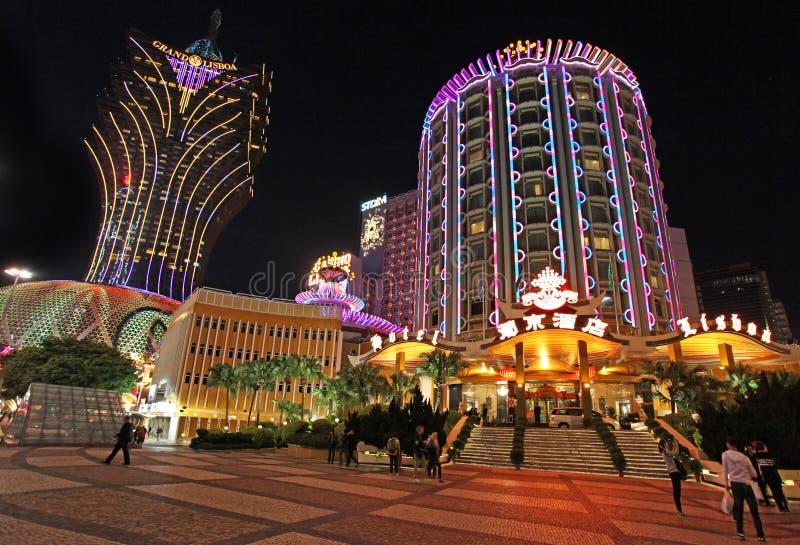 Lissabon och tusen dollarLissabon kasino och hotell vid natt, Macao arkivfoto