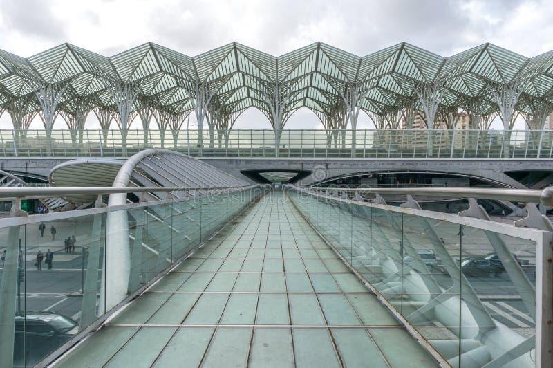 LISSABON, PORTUGAL - APRIL 1, 2013: Orientestation Deze Post werd ontworpen door Santiago Calatrava voor de EXPO '98-wereld stock afbeeldingen