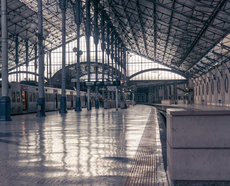 LISSABON PORTUGAL - APRIL 2, 2013: Rossio järnvägsstation arkivfoto