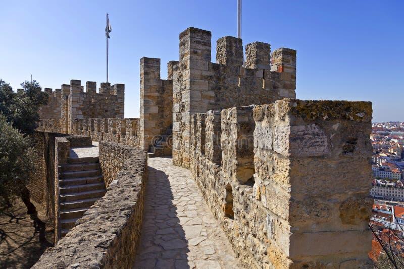 Lissabon Portugal - Castelo de Sao Jorge aka helgon George Castle royaltyfria foton