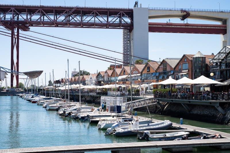 Lissabon Portugal för skeppsdockatejoflod bro royaltyfri foto
