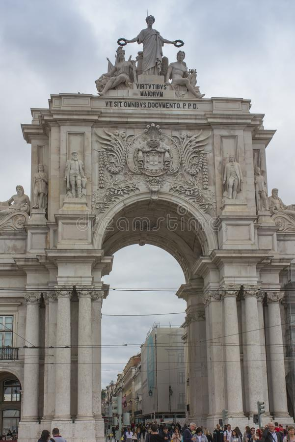 Lissabon Portugal - Juni 10, 2018: Den triumf- Ruaen Augusta Arch arkivbilder