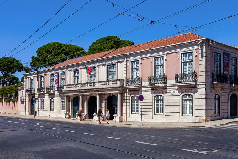 Lissabon, Portugal - 20 oktober 2019: Picadeiro Real sektion av Museu Nacional dos Coches eller Horse Drawn Coach Museum De mest arkivbild
