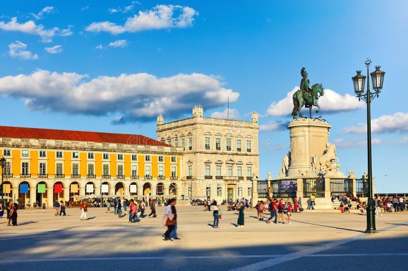 Lissabon, Portugal Zentraler Geschäftsbereich mit Monument lizenzfreies stockfoto