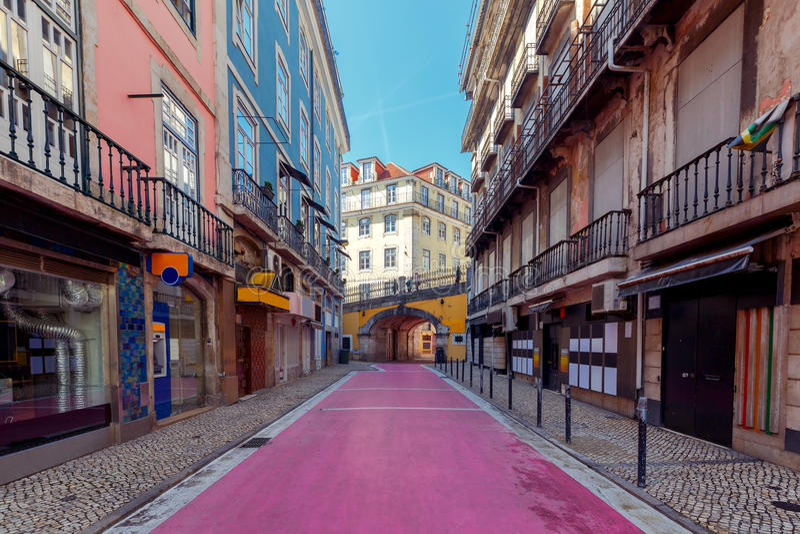 lissabon Roze straat royalty-vrije stock afbeeldingen