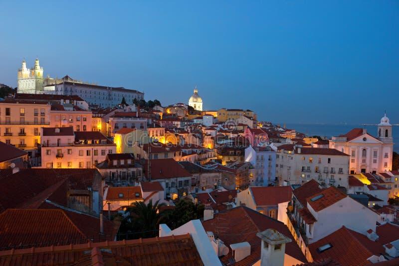 Lissabon-Stadt beleuchtet panoramische Alfama-Ansicht lizenzfreie stockbilder