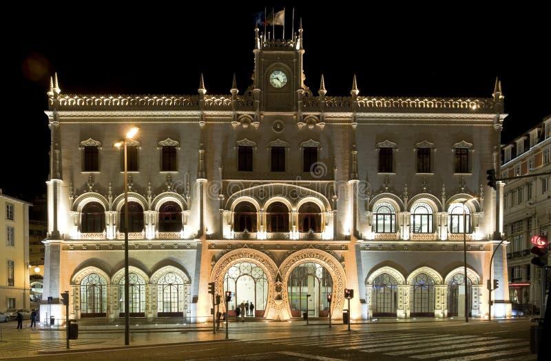 Lissabons Kunst-deco Bahnhof bis zum Nacht stockbilder