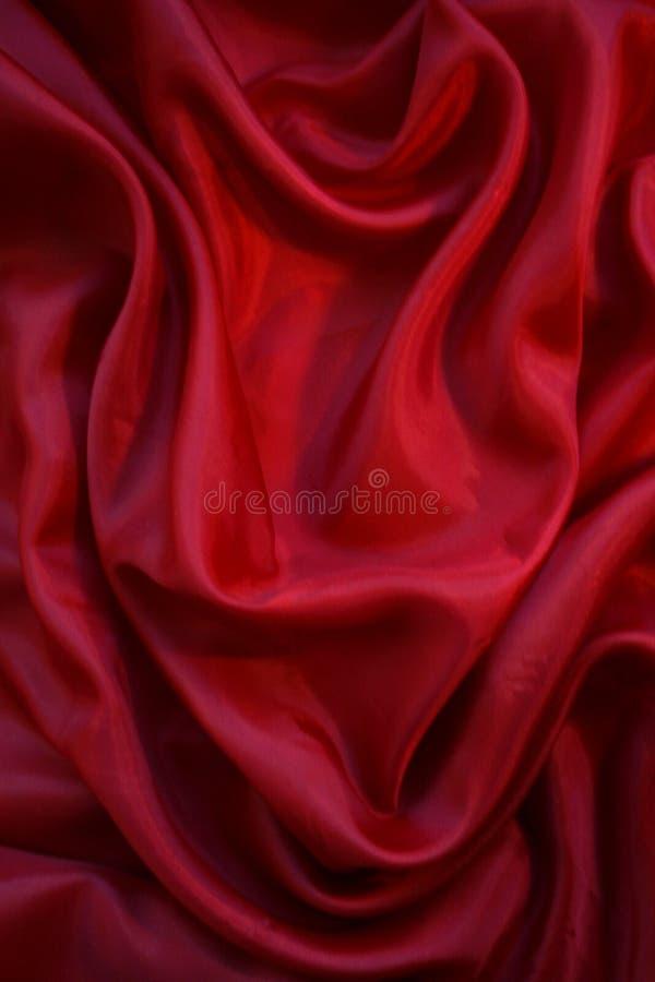 Lissez la soie rouge comme fond images stock