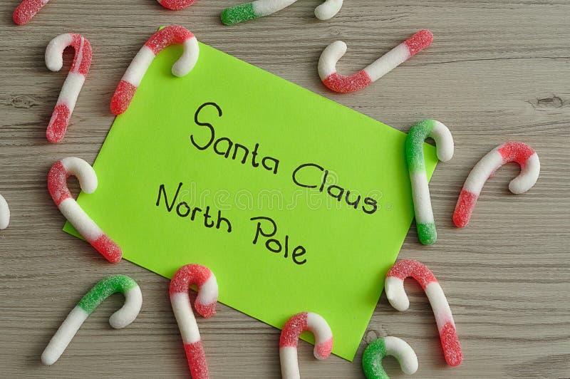 List Święty Mikołaj przy biegunem północnym z cukierek trzcinami obrazy stock