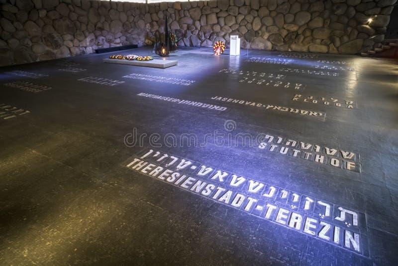 Lista de campos de concentração do Terceiro Reich durante a segunda guerra mundial no assoalho no memorial de Yad Vashem do foto de stock royalty free