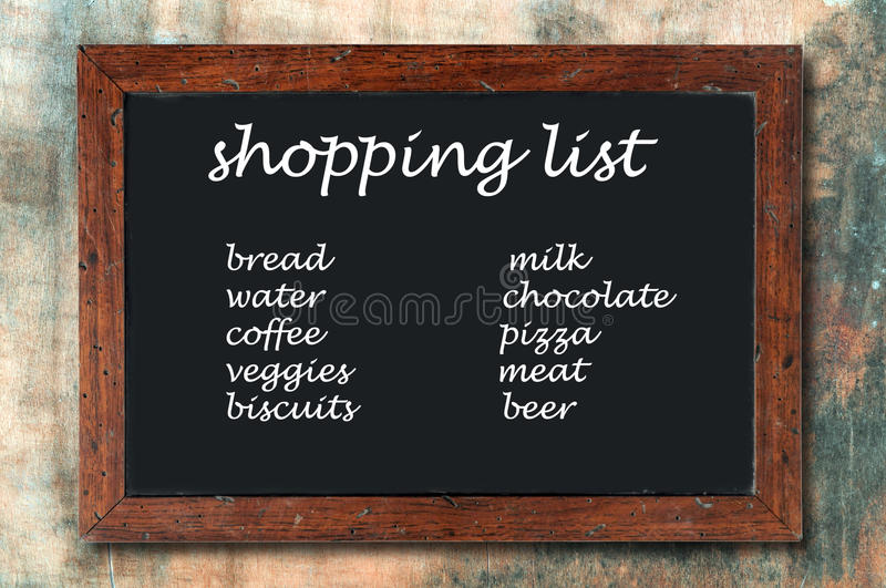 Lista de compra do quadro-negro foto de stock royalty free