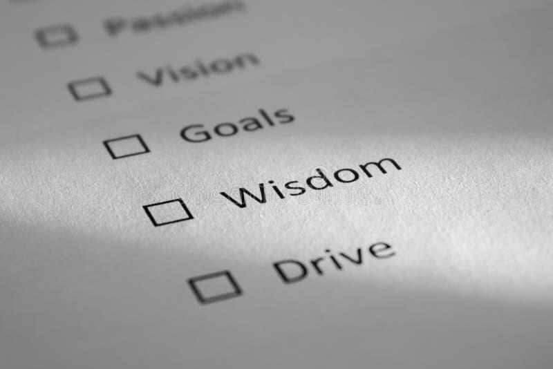 Lista de control en una hoja de papel blanca con la pasión de los puntos, Vision, metas, sabiduría, impulsión La sabiduría de la  imagen de archivo
