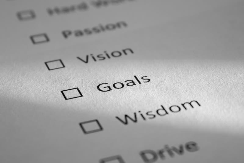 Lista de control en una hoja de papel blanca con de los puntos el trabajo difícilmente, pasión, Vision, metas, sabiduría Las meta fotos de archivo