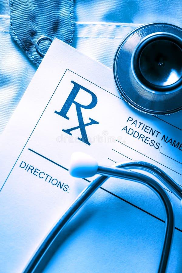 Lista del paziente e dello stetoscopio immagine stock