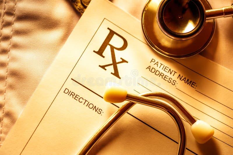 Lista del paziente e dello stetoscopio fotografia stock