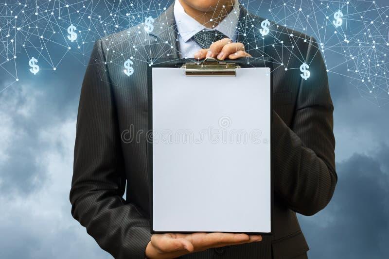 Lista kontrolna w rękach biznesmen zdjęcia stock