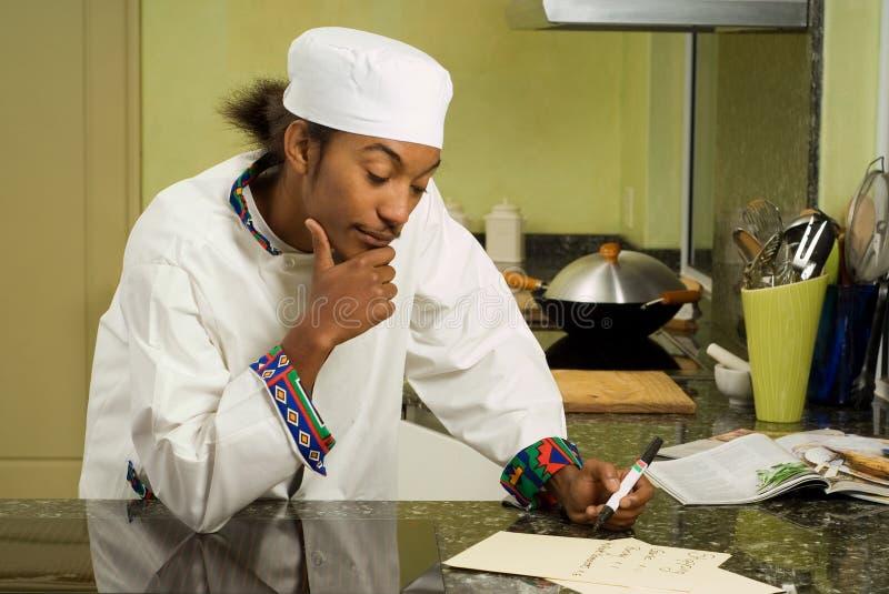 Liste d'achats d'écriture de chef d'Afro-américain images stock