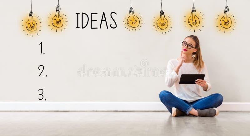 Liste d'idée avec la femme à l'aide d'un comprimé photographie stock libre de droits