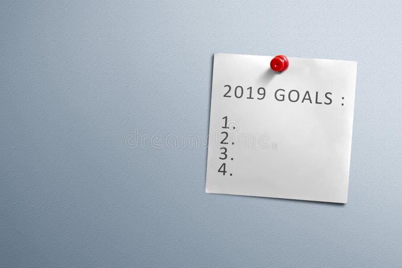 Liste für 2019 Ziele beim Briefpapierhängen mit Stift von der Wand lizenzfreies stockfoto