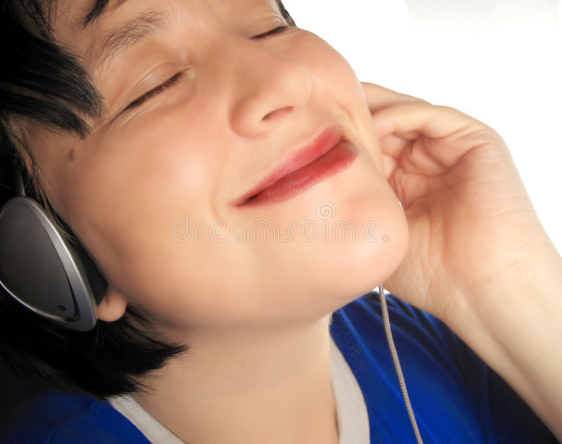 listening music royaltyfri bild
