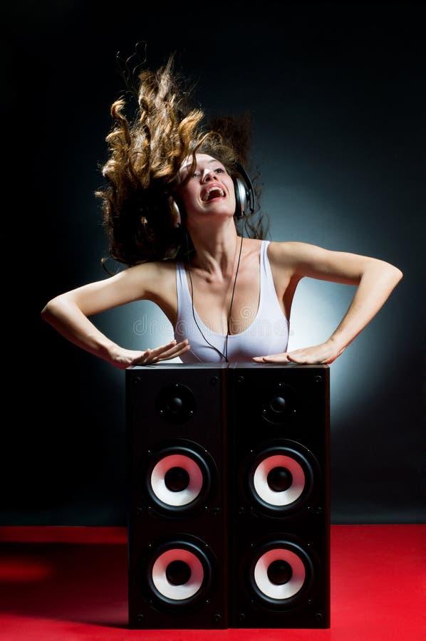listening music στοκ φωτογραφία με δικαίωμα ελεύθερης χρήσης