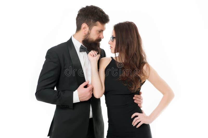 Listo vestida elegante del hombre y de la mujer para la noche hacia fuera Celebre el aniversario Los pares románticos llevan la r imagen de archivo