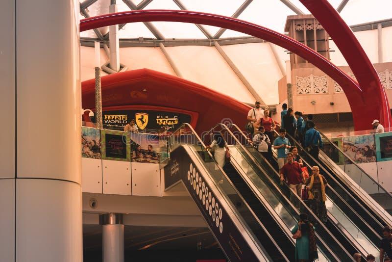 Listopad 15, 2016 - Dubaj UAE: Centrum handlowe emiraty, wielki zakupy centrum handlowe w świacie obraz stock