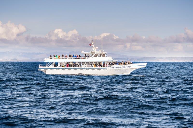 Listopad 22, 2018 Monterey, CA, usa/- Wielorybi dopatrywanie rejs sh obraz royalty free