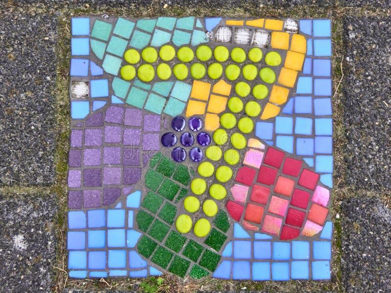 Listowi siedem zrobili z kolorowymi szklanymi płytkami obraz stock