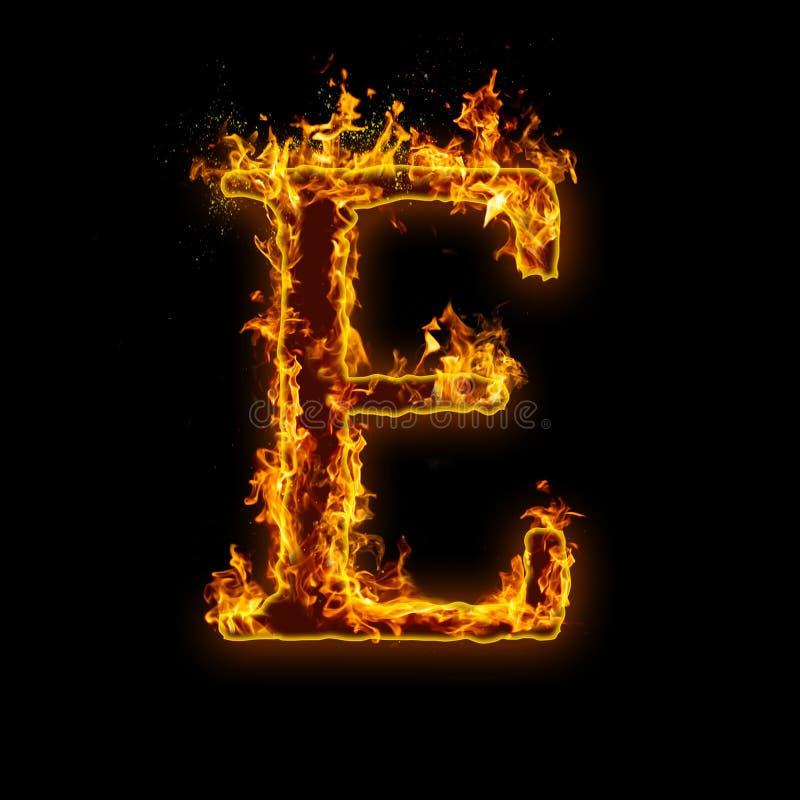 Listowy E Ogień płonie na czarnym odosobnionym tle royalty ilustracja