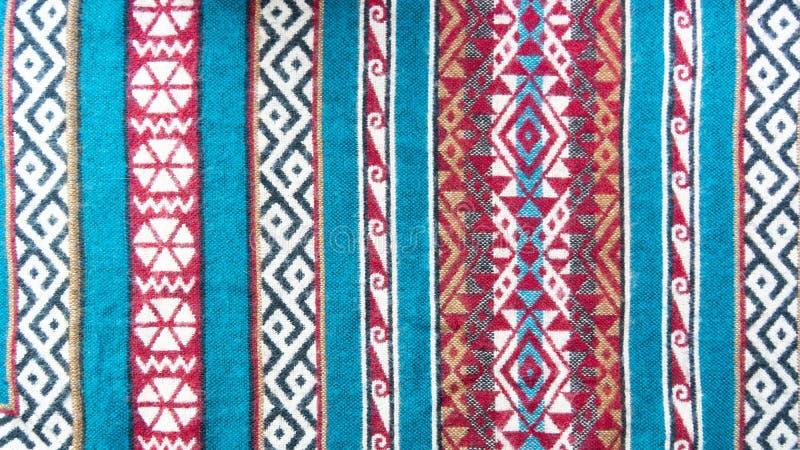 Listras étnicas do teste padrão com fundo colorido dos testes padrões imagem de stock royalty free
