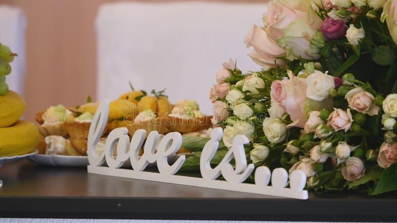 Listy na stołowym ślubie zdjęcie royalty free