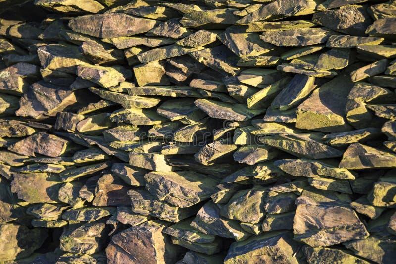Liszaj zakrywająca sucha kamienna ściana zdjęcie stock