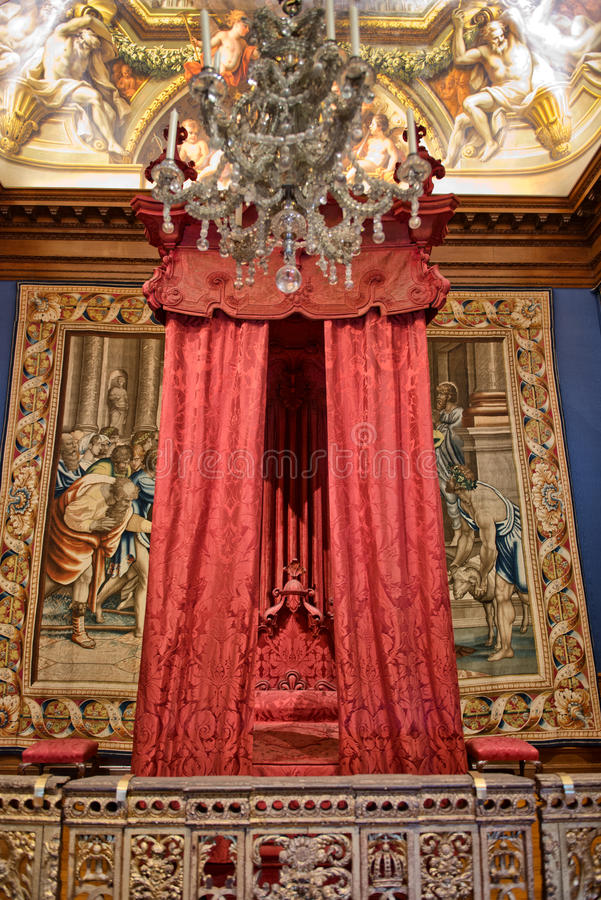 Lit baroque chez Hampton Court Palace près de Londres images libres de droits