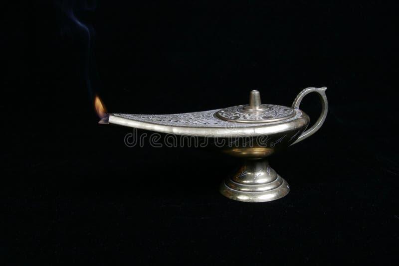 Lit da lâmpada do ` s de Aladdin foto de stock