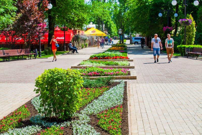 Lit de fleur dans le lieu public urbain ? Donetsk photo stock
