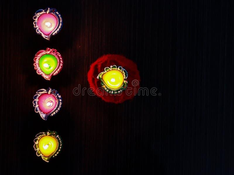 Lit diays/lampen worden geplaatst om diwali en dhanteras te vieren die royalty-vrije stock foto's