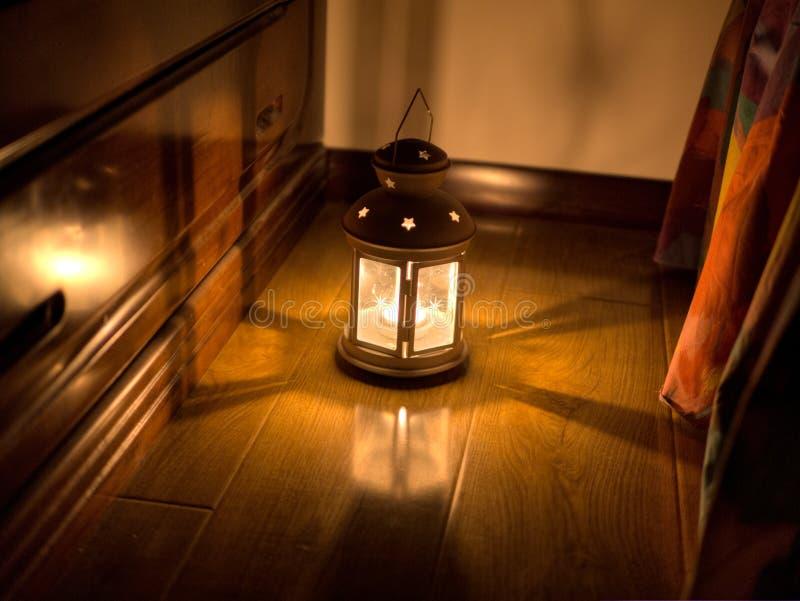 Lit durch eine Kerze stockfotos