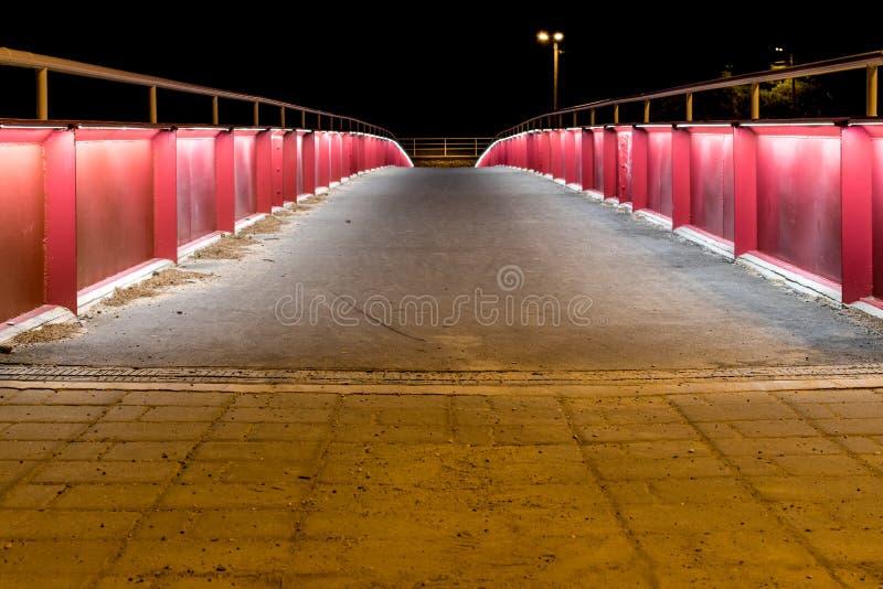 Lit encima del puente en la noche imagen de archivo