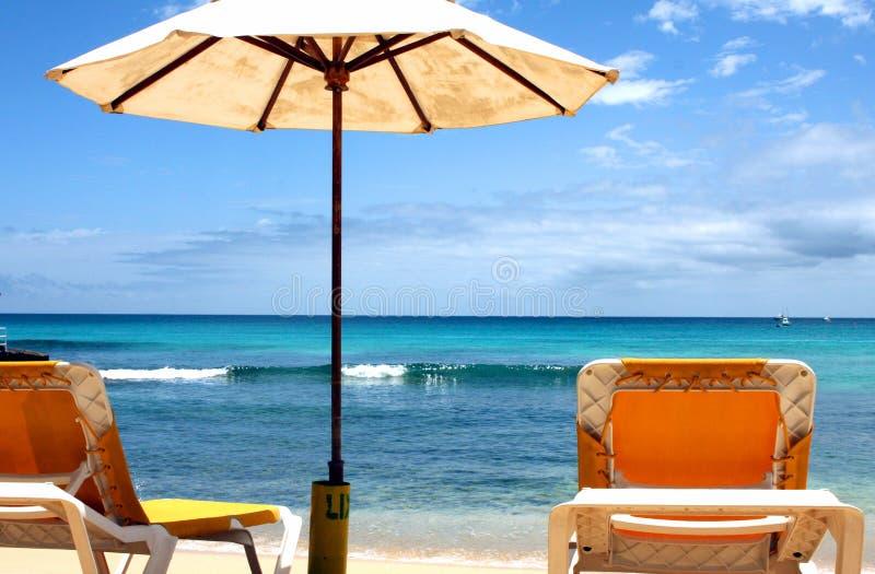 Lit et parasol de Sun photos stock