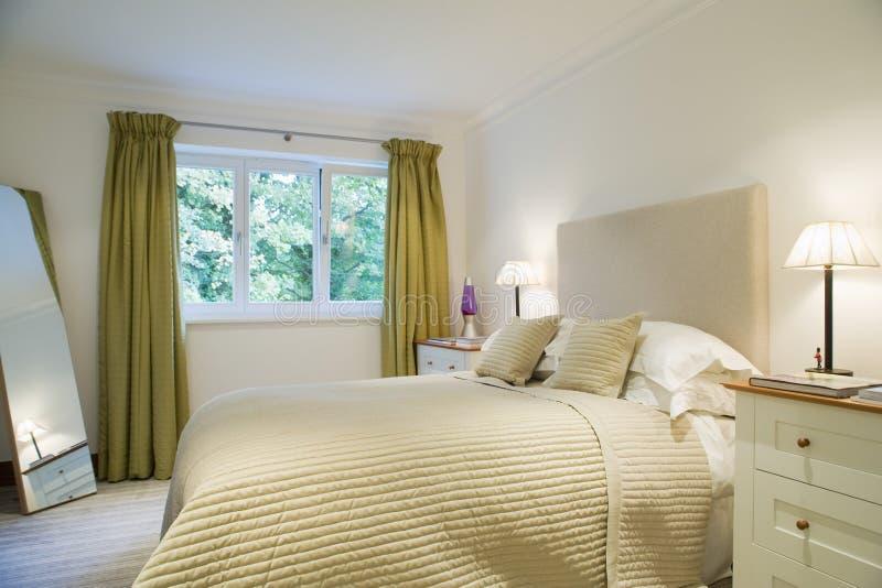 Lit-Lampen door Bed royalty-vrije stock fotografie