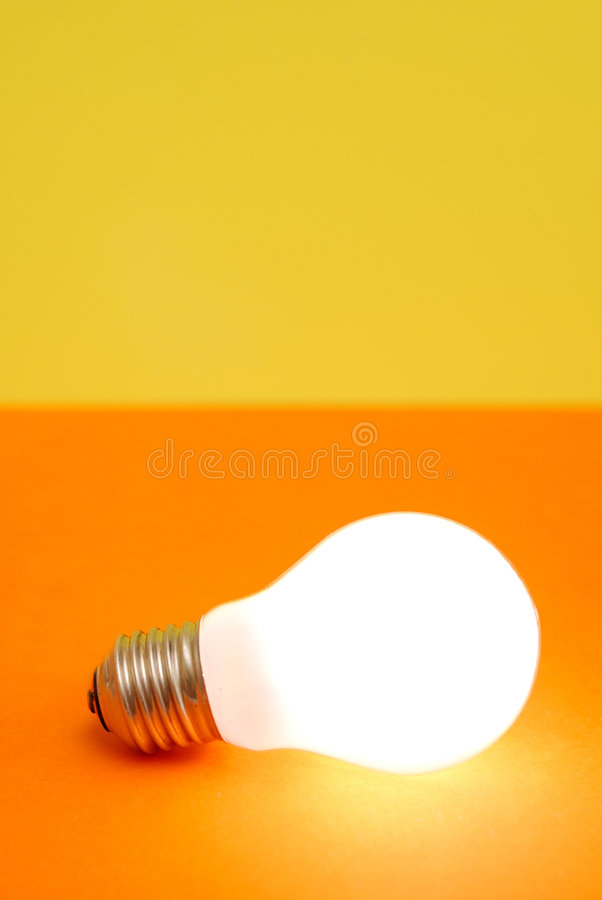Free Lit Light Bulb Royalty Free Stock Images - 2545549