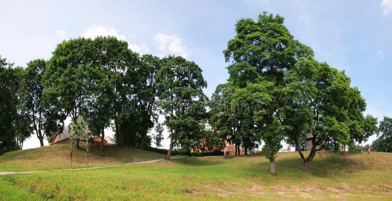 Litauiska historiska huvudKernave med kullar arkivbilder