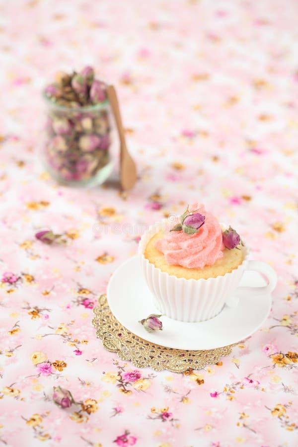 Litchi Rose Cupcake stock afbeelding