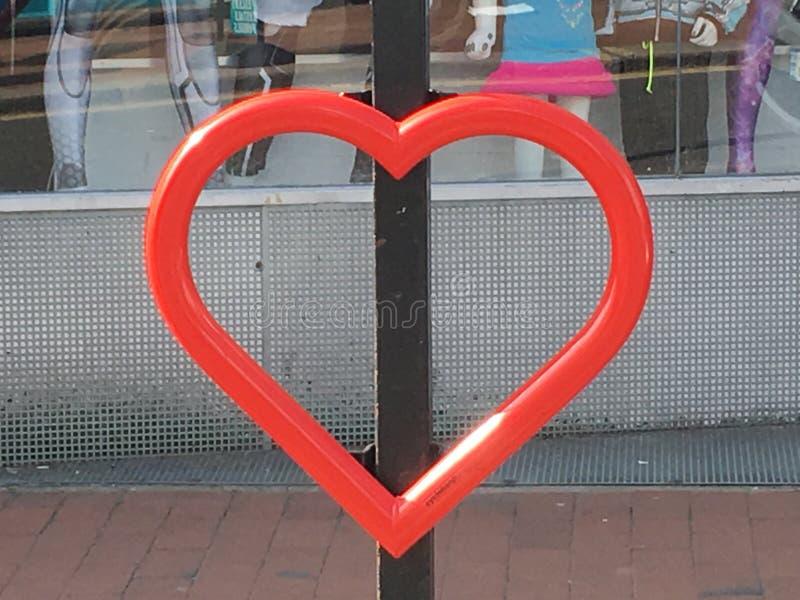 Lite förälskelse i stad arkivbild