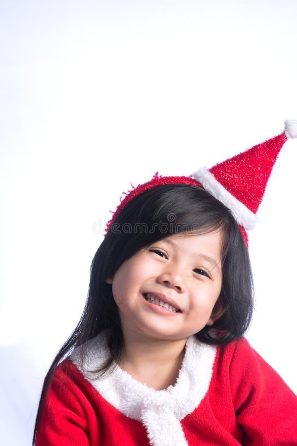 Lite gullig asiatisk flicka i den Santa Cross klänningen på vit backgroun royaltyfri fotografi